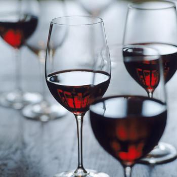 Тренды инстаграм: проверяем вино водой