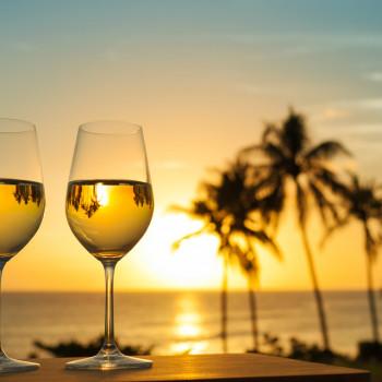 Можно ли пить вино жарким летом?